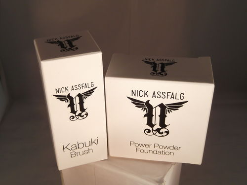 Nick Assfalg Power Powder Foundation in light & Kabuki Pinsel